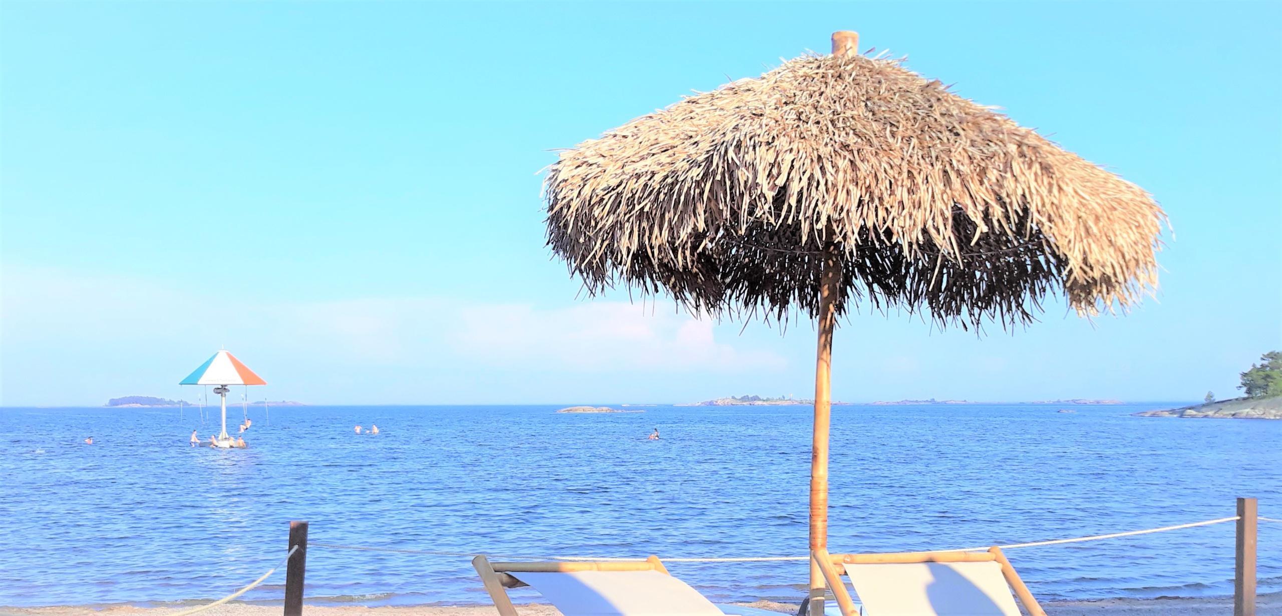 Kuvassa aurinkoinen kesäpäivä Plagenin rannalla Hangossa.