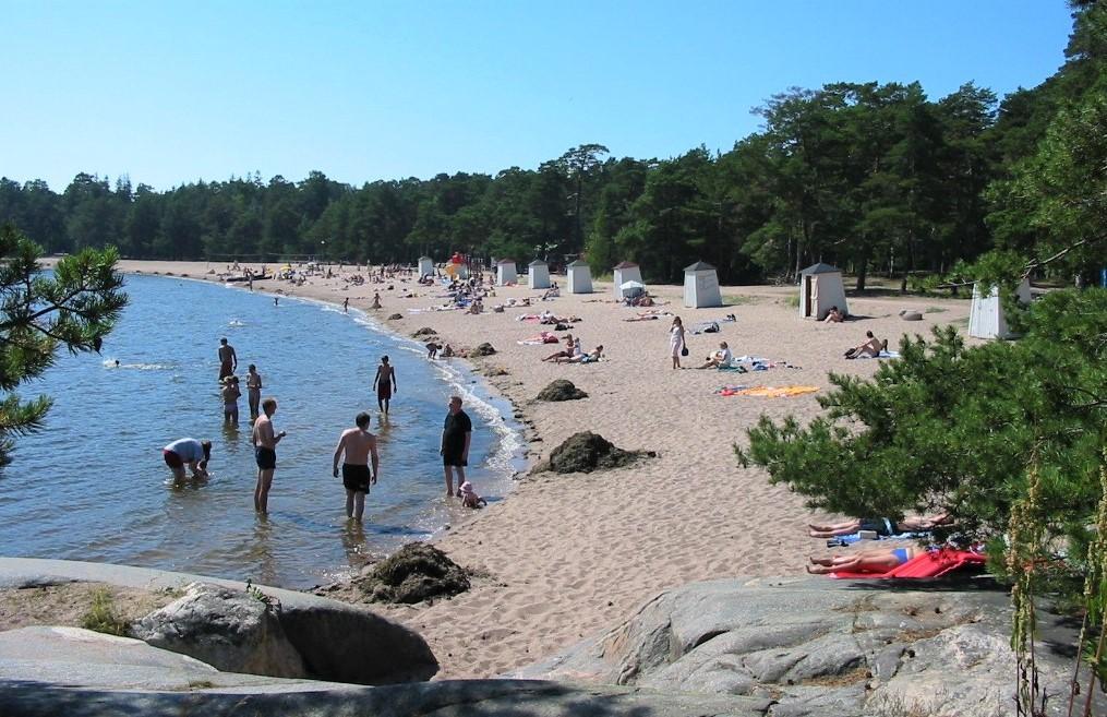 Kuva Hangon Plagen-nimiseltä rannalta.