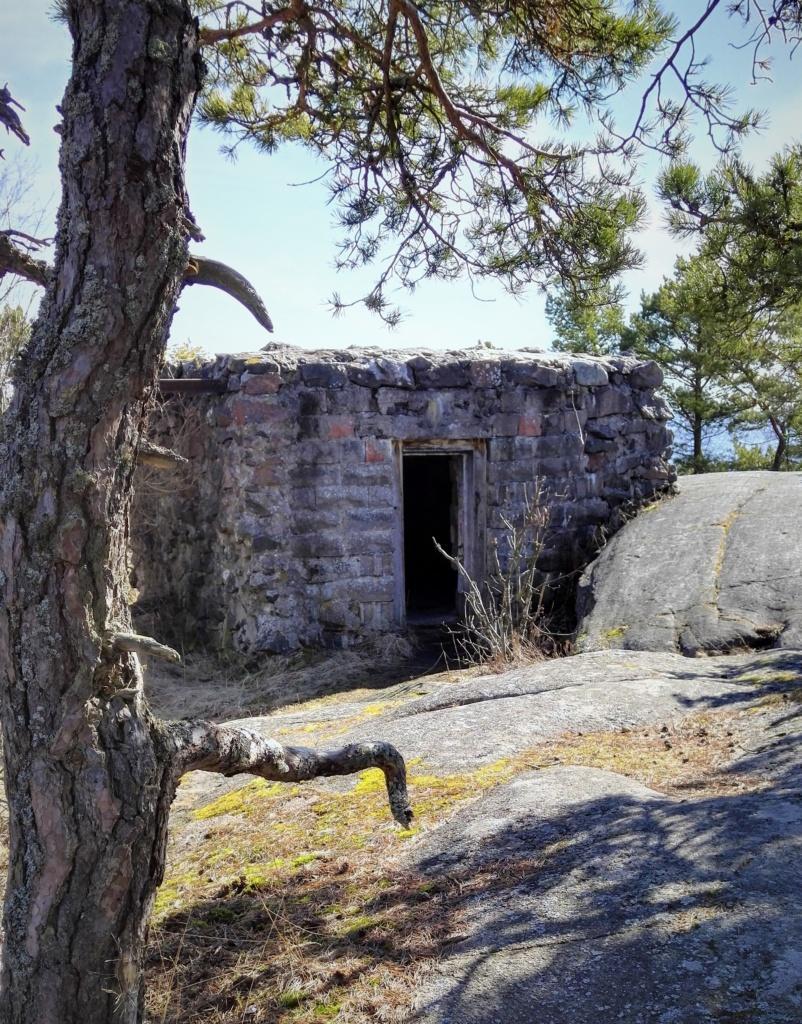 Sodanaikainen bunkkeri Puistovuorella Hangossa.