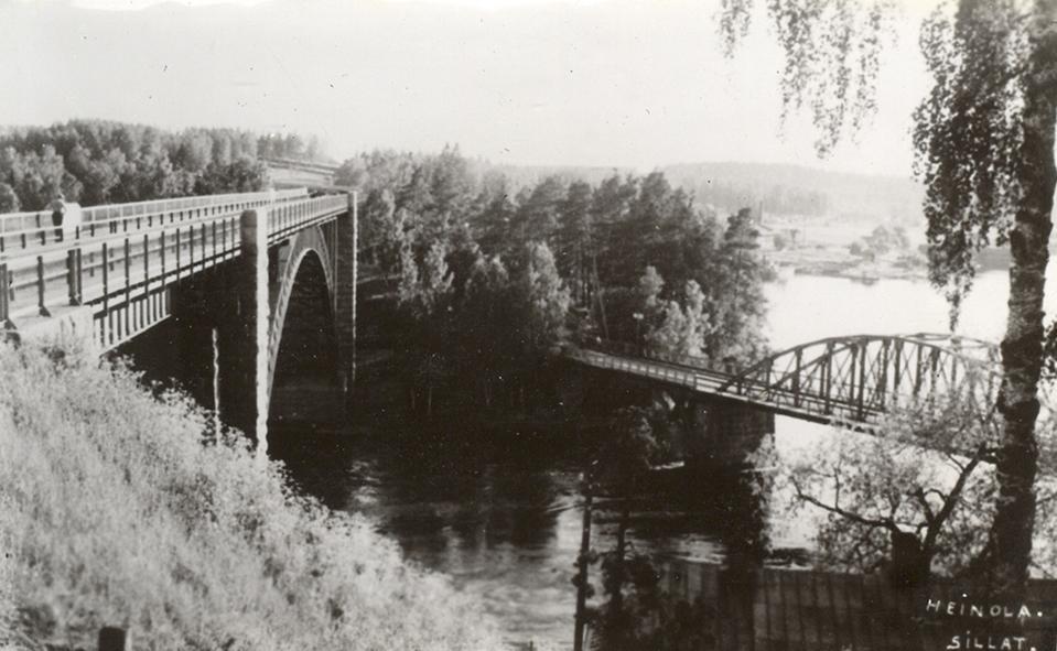 rautatiesilta ja maantiesilta vanhassa valokuvassa